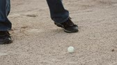 hráč golfu : Slow motion of a man hitting a golf ball out of sand trap