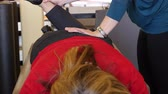 terapist : Woman during physical therapy Stok Video