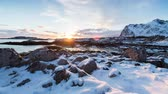Snowy Sonnenuntergang in Norways Küste der Lofoten-Inseln Stock Footage