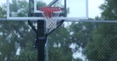 corte : Young boys playing basketball in a small park. 4K Vídeos
