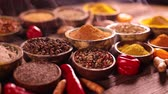 зубок чеснока : Spices and herbs in wooden bowl Colorful spices