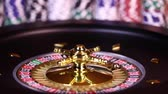 risque : Roulette wheel running in a casino