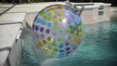 yüzme havuzu : Rotating Beach Ball stuck in a waterfall