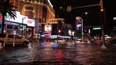 наводнение : LAS VEGAS - JULY 19: Flooding on Las Vegas Boulevard on July 19, 2013 in Las Vegas, Nevada. Most of the fancy LED signs on the strip malfunction in the rain.