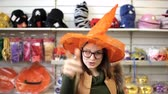 čarodějnice : girl wearing a witch hat in the store Dostupné videozáznamy