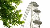 eğlence peşinde : UNITED KINGDOM, LONDON - JUNE 14, 2015: The Millennium Wheel, London Eye, camera under it