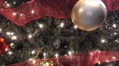 торжества : 4K Christmas Tree Closeup With Decorations Panorama Left To Right Стоковые видеозаписи