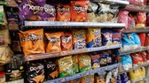 ropogós : 4K Pan Of Potato Chips And Other Junk Food In Aisle Stock mozgókép