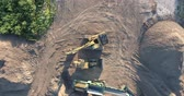 escavadeira : Construction Machinery Excavator and Front End Loader Drone Aerial Top Down View
