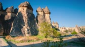 turístico : Fungous forms of sandstone in the canyon near Cavusin village, Cappadocia, Nevsehir Province in the Central Anatolia Region of Turkey, Asia. Full HD video (High Definition). Exported from RAW file.
