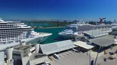 эт : MIAMI – FEBRUARY 27, 2016: Cruise Ships in the port ready to depart - United States