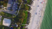 tampa : Overhead view of beautiful tropical beach with people on the seaside Vídeos