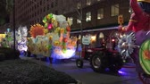 confete : NEW ORLEANS - FEBRUARY 9, 2016: Floats parade with crowded streets at night. Mardi Gras is the main carnival event in New Orleans