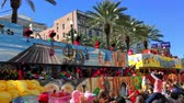terça feira : NEW ORLEANS - FEBRUARY 9, 2016: Floats parade with crowded streets. Mardi Gras is the main carnival event in New Orleans