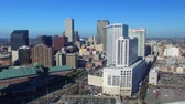 francês : NEW ORLEANS, LA - FEBRUARY 2016: Aerial view of city skyline on a sunny morning. New Orleans attracts 15 million visitors annually