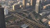 složitost : DUBAI, UAE - DECEMBER 2016: Time lapse of traffic intersections, aerial view. Dubai suffers heavy car traffic