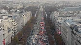 frança : Champs Elysees traffic aerial view, Paris Stock Footage