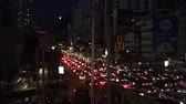 hatları : Bangkok, Thailand - 20 October 2016: Cars are stuck in the horrible traffic jam in the rush hour of Sukhumvit Road, Bangkok. Stok Video