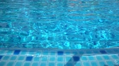 piscina : Blur Abstract video of a Swiming pool side with wave Vídeos