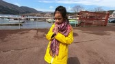 閉眼 : Japanese little girl is praying to the Hakone lake