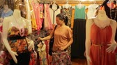 bilezik : Chinese Young Woman Shopping at asian night market Stok Video