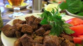 maydanoz : Fried liver with tomatoes and parsley, close up Stok Video