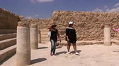 İbranice : ISRAEL- SEPTEMBER 21, 2015: Tourists visit the Masada fortress - one of the worlds sights