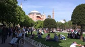 bizantino : City landscape in the Sultanahmet area in front of the Hagia Sophia cathedral.  Sunny day, people are resting in the park, 30.04.2017, Turkey, Istanbul Vídeos