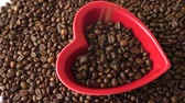 кофе в зернах : Coffee beans in the red heart
