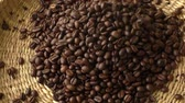 кофе в зернах : Closeup of roasted coffee beans Стоковые видеозаписи