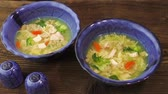 kereviz : Chicken soup with pasta and vegetables Stok Video