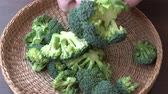 kés : Healthy green organic broccoli ready for cooking