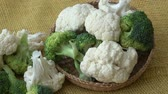 Fresh organic cauliflower and broccoli Стоковые видеозаписи