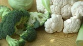 カリフラワー : Assortment green vegetables. Broccoli, cauliflower, kohlrabi, cucumber, leek. Healthy eating.