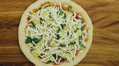 авокадо : Avocado vegetarian pizza rotating stop motion cooking and dividing in to the slices Стоковые видеозаписи