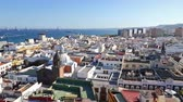 испанский : Panorama of Las Palmas de Gran Canaria city, Canary Islands, Spain. Aerial view from belltower of the Cathedral of Santa Ana. Plaza de Santa Ana and old town on the background. FullHD video
