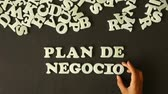 opportunities : A person spelling Business plan with plastic letters (In Spanish)