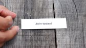 registrar : A Join Today paper sign on wood background Vídeos