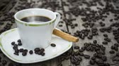 фарфор : Steaming hot cup of coffee