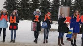 доступность : Mtsensk, Russia 20 Dec 2016. EDITORIAL - a life without abortion volunteers marching on the Central square of Mtsensk, with the aim of preserving life (we are for life against abortion). 4K Стоковые видеозаписи