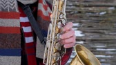 caz : saxophonist plays the saxophone, in winter
