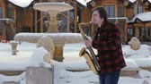 dzsessz : saxophonist plays the saxophone, in winter
