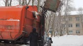 winda : Work the garbage cars in winter. Garbage transport car loading itself.
