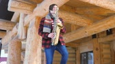 Вт : saxophonist plays the saxophone, in winter
