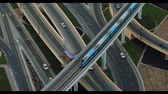 passagem elevada : Aerial view of traffic in Dubai. 4K.