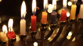 menora : Hanukah candles celebrating the Jewish holiday Wideo