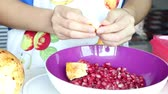 metade : woman preparing fresh pomegranate for healthy juice Vídeos