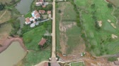 зеленый : aerial view of house in good environment land scape Стоковые видеозаписи