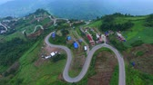 деревня : aerial view of mountain road in tubberk petchabun province thailand