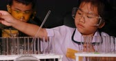 kimya : asian children examination in science laboratory Stok Video